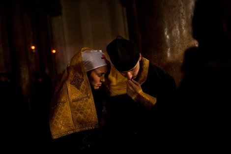 Bethlehem-West-Bank-An-Orthodox-priest-hears-the-confession-of-a-nun-inside-the-Church-of-the-Nativity-during-Orthodox-Christmas-celebrations